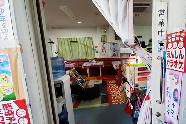 大分市西鶴崎 東大分カラオケ道場 入り口|除菌100店舗計画SAKAI株式会社